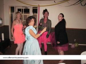 80s prom prty www.wifemomhouseohmy.com
